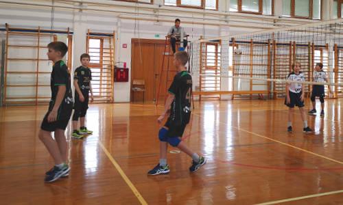 Dečki do zmage v 1. krogu male odbojke